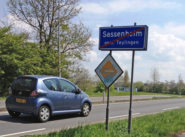 CAR DEALERS LEIDEN AREA Looking for a new or used car in the Leiden area? including Sassenheim, Voorschoten, Alphen aan den Rijn and Oegstgeest? You can find all your dealerships options listed here... https://www.angloinfo.com/south-holland/directory/south-holland-car-dealers-leiden-metro-area-780