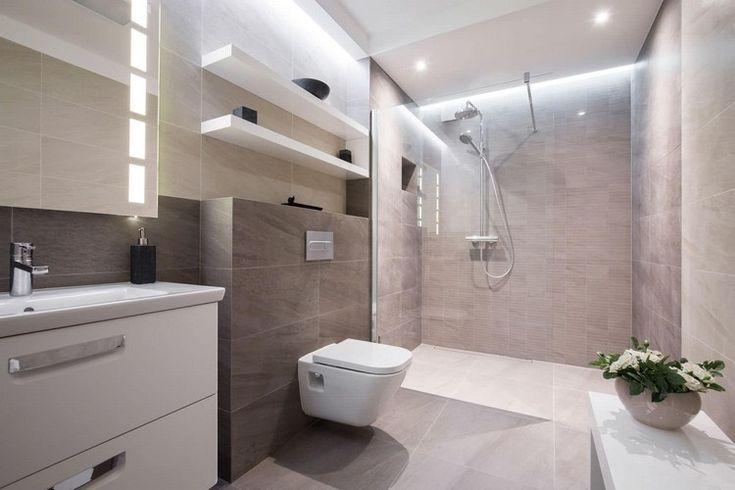 salle de bain avec douche haut de gamme, carrelage gris clair, miroir rectangulaire et meuble sous lavabo blanc laqué