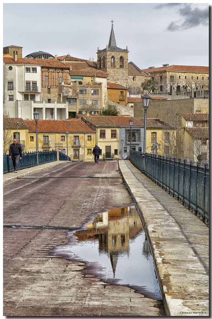 Paseando Por el Puente Romanico, Zamora, Castille n Leon_ Spain
