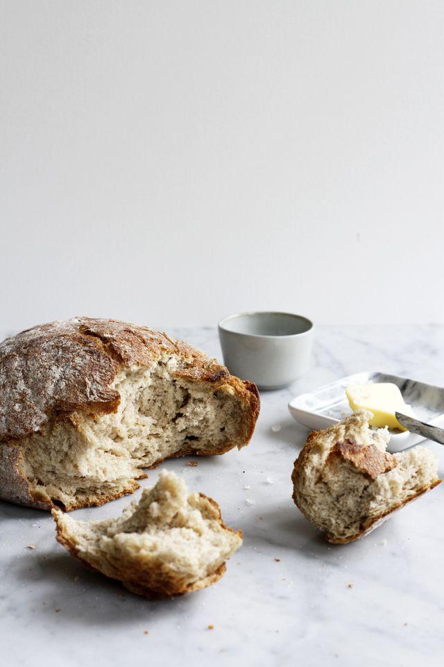 Er ruikt niets lekkerder dan zelfgebakken brood. En ik denk ook dat de mogelijkheden eindeloos zijn om goed brood zelf te maken. Het rijzen, kneden, de ingrediënten, zelfs het weer speelt een rol bij goed en lekker brood met een knapperige korst. Ik heb zelfs een prachtig boek alleen maar over het maken van eenContinue reading
