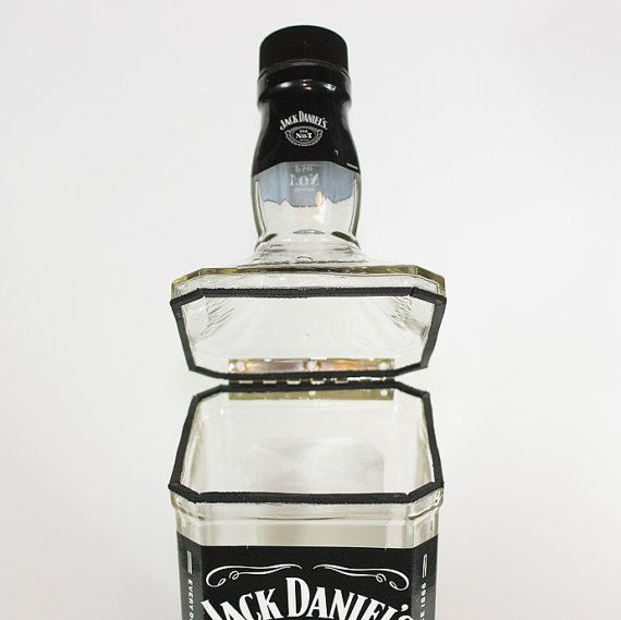 Hinged Canister Upcycled from Jack Daniel's por CountryRichDesigns
