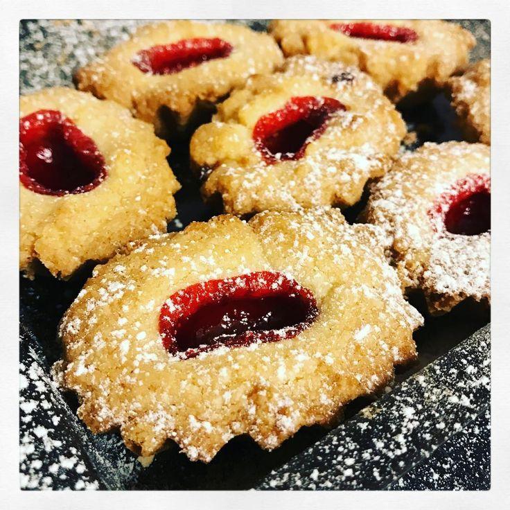 """233 gilla-markeringar, 1 kommentarer - Evelinas kök /E Borneling (@evelinaskok) på Instagram: """"Kvällskaffe och kaka. Totalt livsnödvändigt och alldeles nyttigt, ja för själen och att för att…"""""""