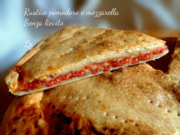 Rustico pomodoro e mozzarella, velocissimo da preparare, senza lievito. Ottimo da utilizzare farcito anche diversamente, da presentare come piatto unico.