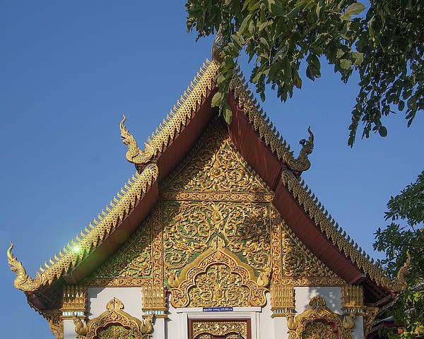 2013 Photograph, Wat Muen Larn Phra Ubosot Gable, Tambon Sri Phum, Mueang Chiang Mai District, Chiang Mai Province, Thailand, © 2013.  ภาพถ่าย ๒๕๕๖ วัดหมื่นล้าน หน้าจั่วพ พระอุโบสถ ตำบลศรีภูมิ เมืองเชียงใหม่ จังหวัดเชียงใหม่ ประเทศไทย