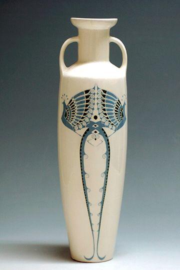Plateelbakkerij Zuid-Holland, Gouda: amfoor, M5262, ontwerp Chris van der Hoef, 1904, h. 41,5 cm,