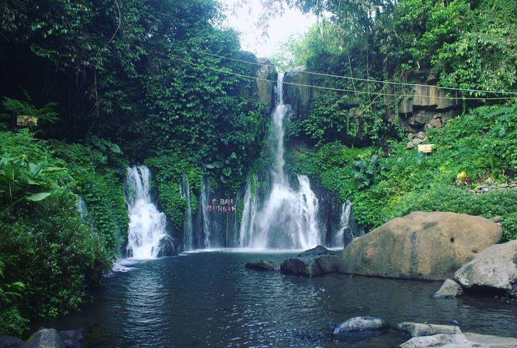 Sebuah air terjun eksotis yang menghadirkan panorama keindahan alam luar biasa, guyuran airnya yang berpadu dengan keheningan alam yang masih perawan, mampu menentramkan hati penikmatnya.[Photo by instagram.com/juahta_ajha]