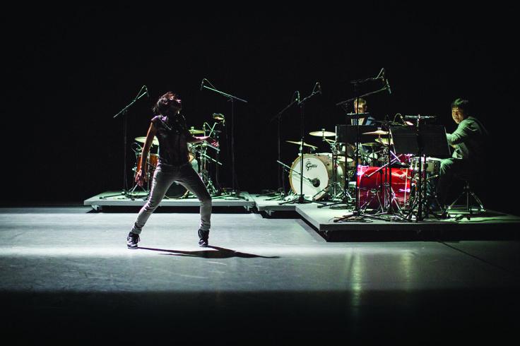 Tanz performance: Democracy. Choreographie von Maud Le Pladec und mit Musik von Julia Wolfe.