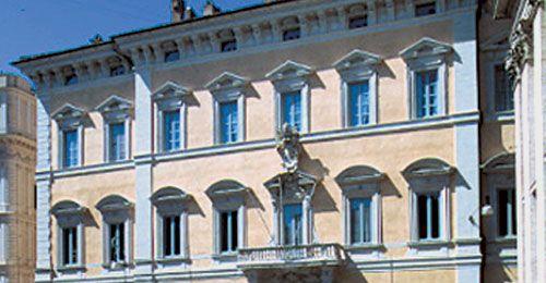 Palazzo Altieri - facciata.  Roma - Italia.