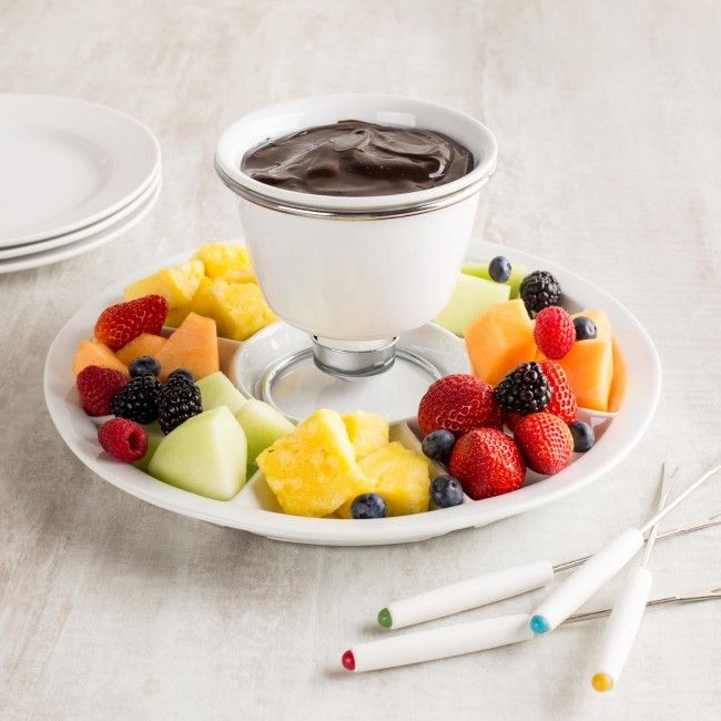 Fondue is the perfect party dish any time of the year! Our Avanti Fondue Platter set features a 16oz deep fondue bowl, sturdy wire stand, tealight and four stainless steel forks. In addition it includes a compartmental serving platter to store your favourite fruits and vegetables.
