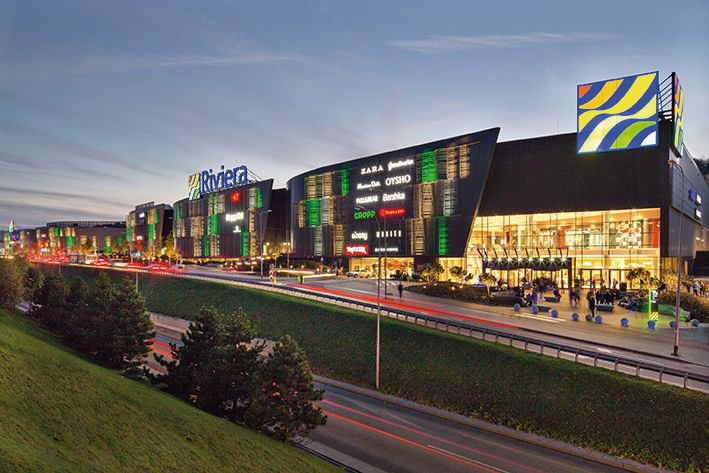 Shopping Center Riviera, Gdynia, Poland. The efficient water management in the shopping center was made possible by installing 86 pcs. touchless Oras Electra 6104 faucets in the toilet facilities. Low water consumption level reduces the operation costs significantly without sacrificing the user convenience.
