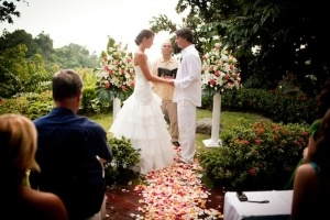 Amazing wedding by Oasis Weddings at Casa Maravilla.    http://www.manuelantoniovacationrentals.com/properties/villa-1
