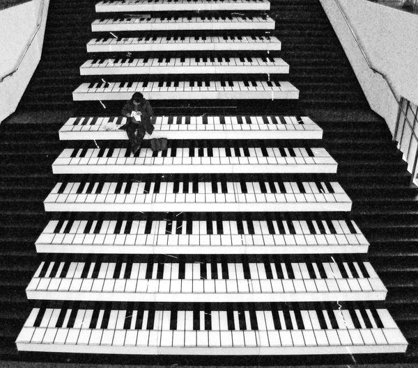 Piano stairs.Music Stairs, Floor Stairs, Street Art, Piano Step, Piano Keys, Staircas, Black, Stairways, Streetart
