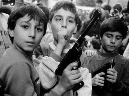 Letizia Battaglia - La festa del giorno dei morti - Palermo 1986