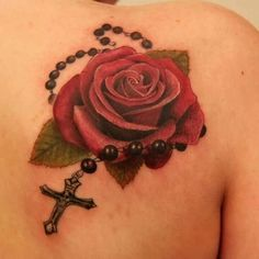 Rose Red E Rosário Cruz Tattoo On Right Back Ombro