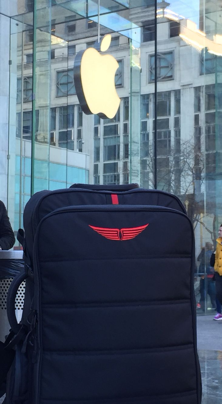 Jet Set on 5th, NYC style! The JetSet Backpack is now available on Kickstarter: https://www.kickstarter.com/projects/1397089807/the-jet-set-backpack #travel #flight #travelbag #jetsetter #luxury #flight #everydaycarry #productdesign #industrialdesign #tepedesigns #madewithkickstarter #apple