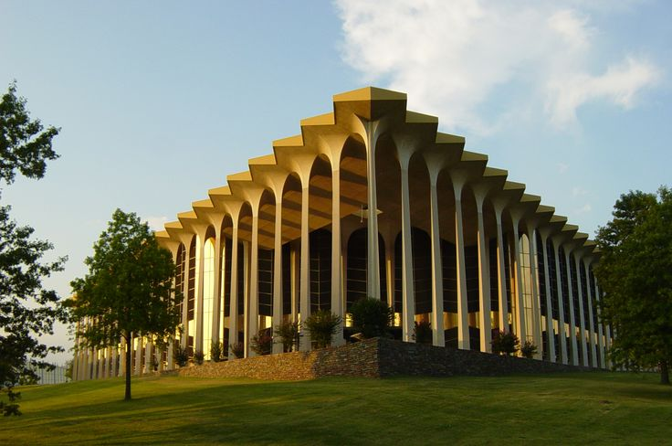 Learning Resource Center - Graduate Center on the campus of Oral Roberts University - Architecture futuriste — Wikipédia