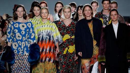 Zien: de honderdste modeshow van Dries Van Noten kleurrijk in beeld