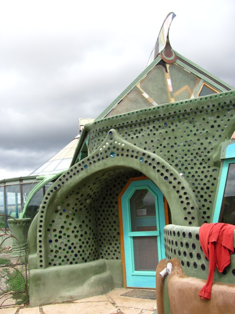 Earth Houses Are Totally Self Sufficient With No Bills To Pay 4 Electricity  And Gardening