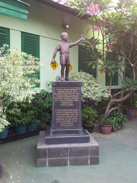 """Statue of President Obama entitled """"Little Barry"""" at his childhood school SDN 01 Menteng in Jakarta, Indonesia"""