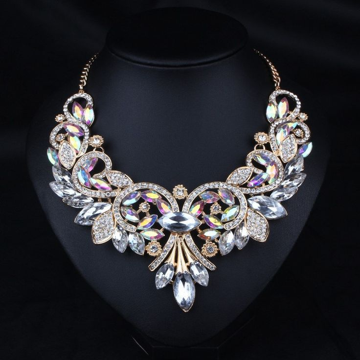Necklace : Resin Flower Gold Plated Statement Necklace