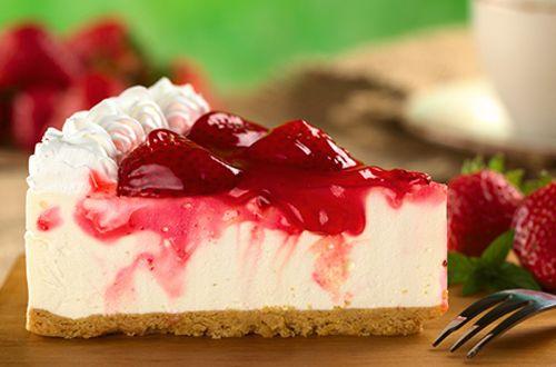 Se você gosta da sobremesa, vai adorar essa receita de cheesecake de ricota diet que te permite variar o sabor da cobertura e ainda é super fácil de fazer!