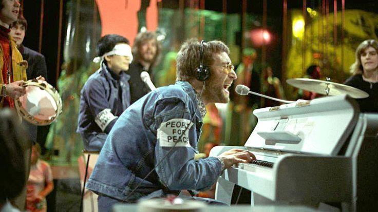 """fin de los 60, John Lennon estaba más inspirado que nunca,el génesis de una era como solista y junto a Yoko Ono:en un sólo día escribió, grabó y mezcló la rola """"Instant Karma"""".Lennon dijo: """"Escrita en el desayuno, grabada en el almuerzo y lista para la cena"""". El problema fue que The Beatles seguían juntos, pero cuando Lennon decide lanzarla, a 10 días de grabada,significó el final del cuarteto de Liverpool."""