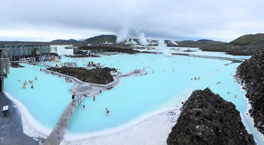 Islande : Blue Lagoon Geothermal Resort. (Piscine d'eau chaude naturelle) Blue lagoon. clry2 - Flickr - CC BY-SA 2.0