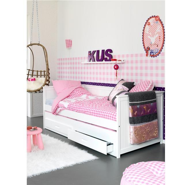 Meidenkamer met een handig logeerbed #kinderkamer | Pretty girl's bedroom #kidsroom