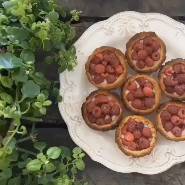 """890 Me gusta, 37 comentarios - TitiAguayo (@titiaguayo) en Instagram: """"Tartaleta de frambuesa y canela Ingredientes para 10 porciones 1. Dos tazas de harina de avena  2.…"""""""