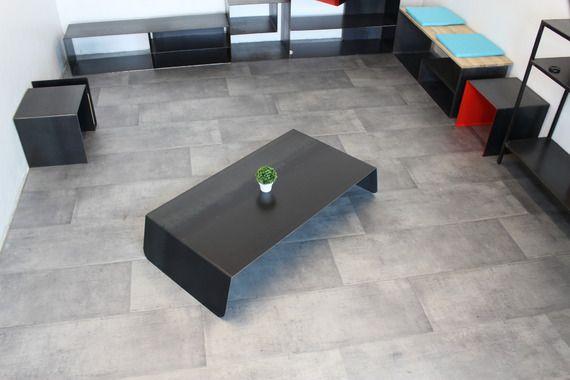 table basse acier brut