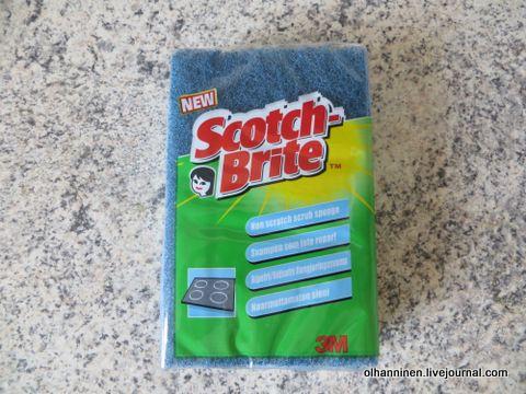 Это моя губка с жесткой и мягкой поверхностями scotchbrite, рассказываю, как такие губки помогают в уборке.
