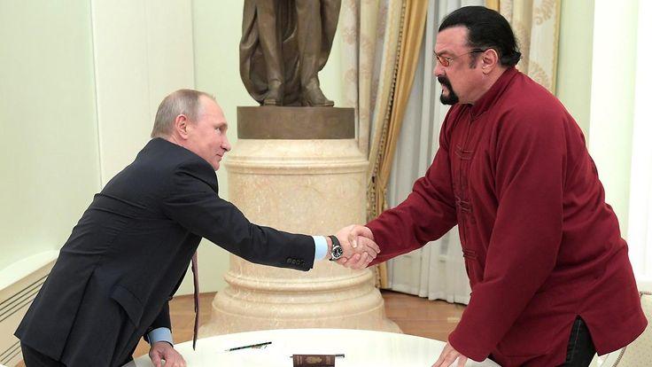 Putin überreicht Staatsbürgerschaft: Action-Star Seagal ist jetzt ein Russe