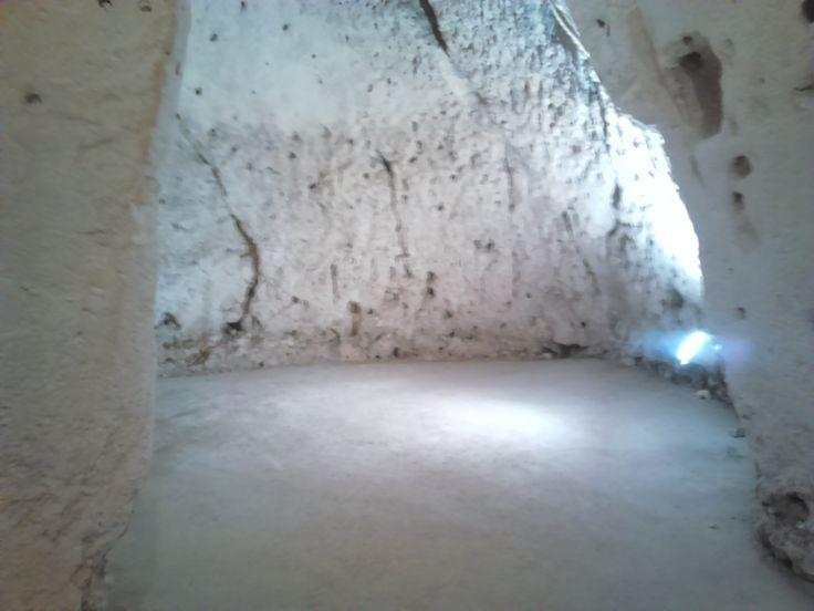 Cripta longobarda. Una porta la collegava con la mia stanza d'albergo, a Matera. Non ci crederete, ma la notte non ho mai dormito.