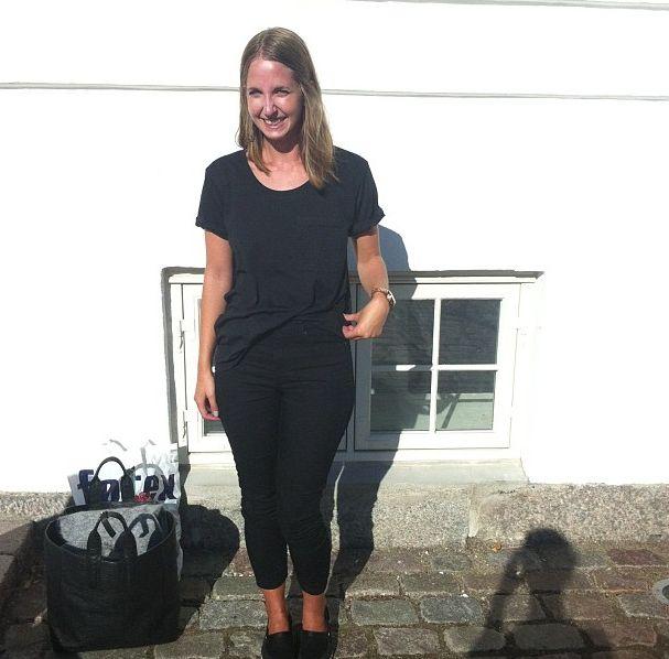 Vores søde praktikant Bianka efter weekendens stabadser i super smarte Concorde Slim Jeans, og Carla tee