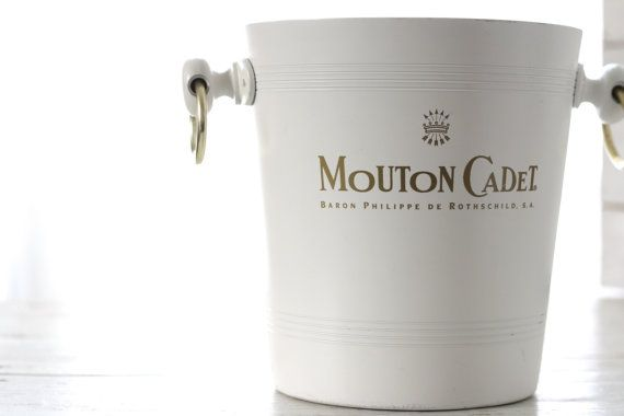 Very nice. MOUTON CADET ROTHSCHILD. French vintage par Passesimple