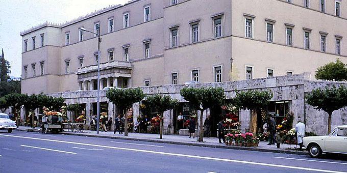 Η Αθήνα των 60s: Φωτο-βόλτα σε άλλες εποχές Βουλή