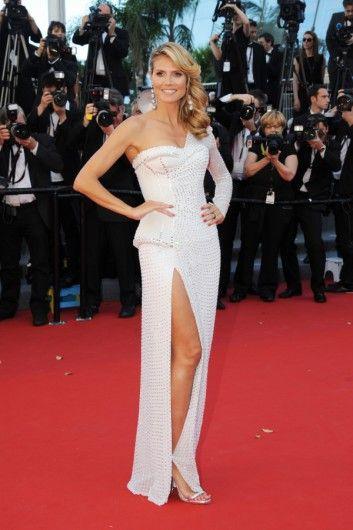 Heidi Klum in een witte Versace-jurk tijdens Cannes Film Festival.