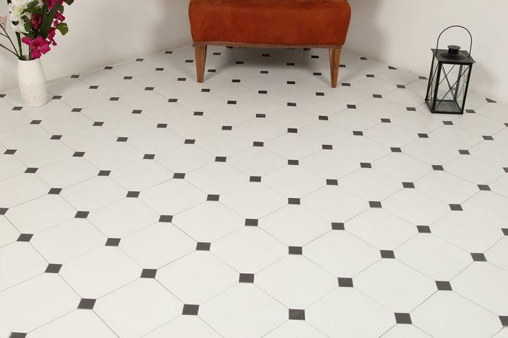 Klinker Oktagon White är en klassisk åttkantig platta i storlek 20x20. Förvandlar verkligen golvet till en vacker dekoration. Till golv och väggar inomhus.
