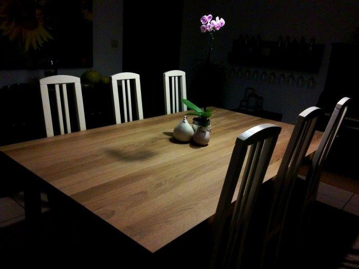 Zelfgemaakte tafel uit oude eiken plafondbalken.