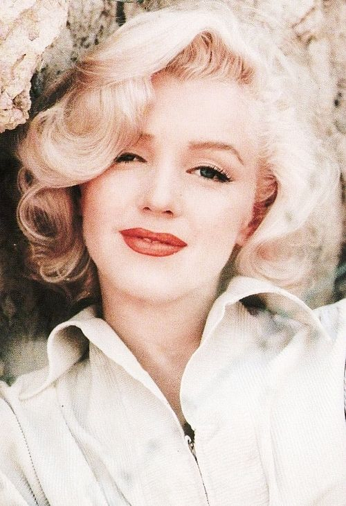 Marilyn photographed by Milton Greene, 1953.