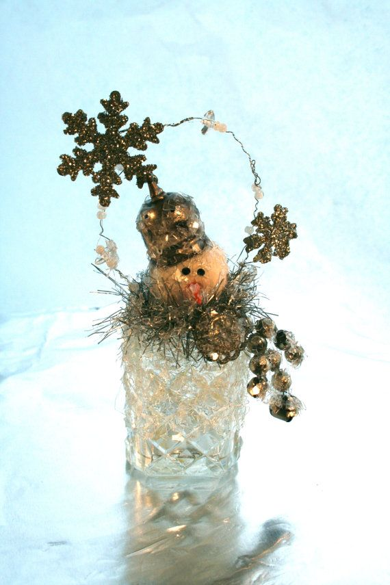 Vintage Salt Shaker Snowman: Salts Shakers Ornaments, Christmas Crafts, Cutevintag Salts, Vintage Hanky Crafts, Salts Shakers Crafts, Vintage Salts, Salts Shakers Snowman, Christmas Snowmen, Christmas Halloween