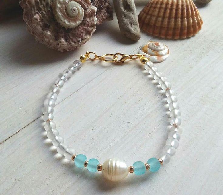Layer stacking bracelet/Girly Beach bracelet/Woman beach jewelry/Seaglass bracelet/Friendship gift/Pearl bracelet/Mediterranean jewelry gift summerbeachisland.etsy.com € 11