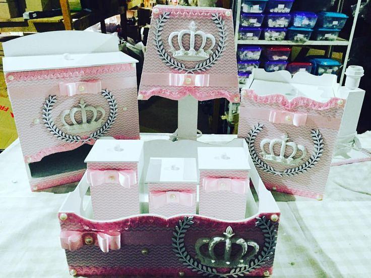 Kit higiene #bebe #rosa #mdf #coroa #zigzag #moda #quartobebe #tecidos #fitas #meninas#chevron #bomg - malhadadecorbaby