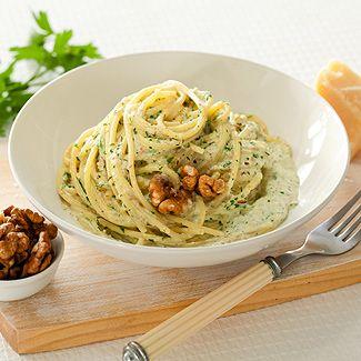 Спагетти в ореховом соусе в мультиварке