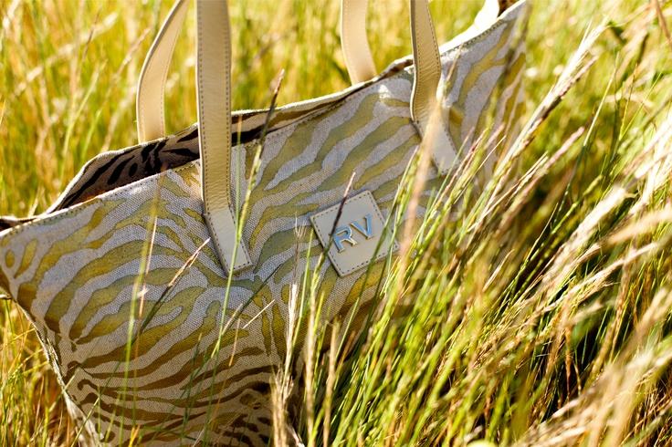 #Shopping en tejido con estampado cebra dorado