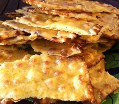Cheese gratinated traditional thinbread