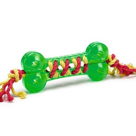 Een kleurrijk hondenspeeltje in de vorm van een bot met daar doorheen gevlochten touw. Dit hondenspeeltje is gemaakt van TPR, wat een rubber soort is met een hoge flexibiliteit. Voor urenlang speelplezier van uw hond. Lengte: 16 cm. Kleur: groen.