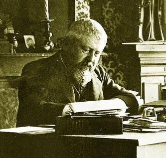 Hérelle in his study.