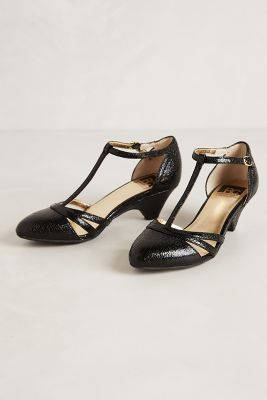 perfect low heel black shoe #anthropologie