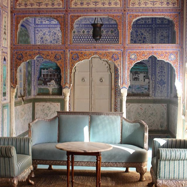 Thinking of this beautiful room at Samode Palace. I may want a silver sofa upholstered in robin's egg blue💙 #royal #rajasthan #india #samode #handpainted #mughal #DiPaolosDelhi